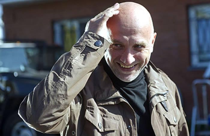 Захар Прилепин уверен, что народ радикальней своего государства и затоптал бы оппозицию, если бы не Путин