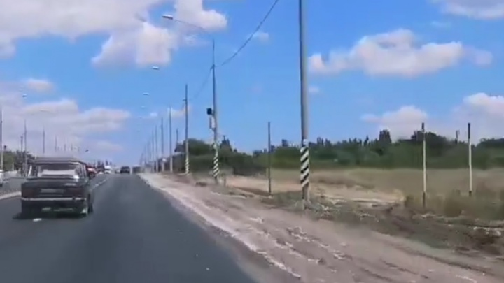 «Сколько людей получили штрафы?»: на въезде в Волгоград дорожники срезали знаки перед радаром