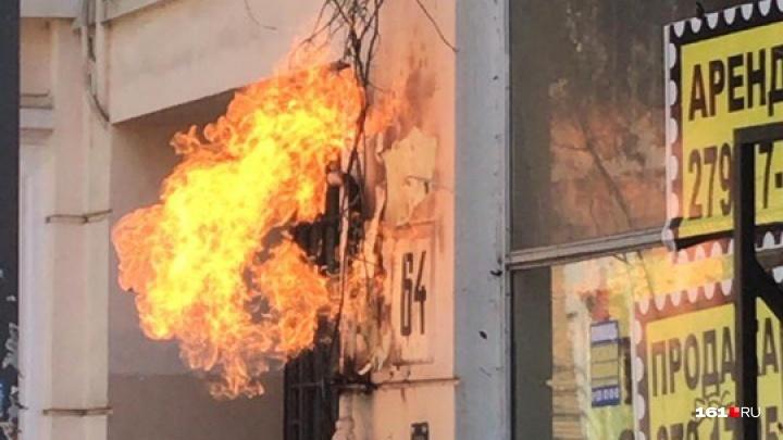 В Ростове на Социалистической загорелась газовая труба