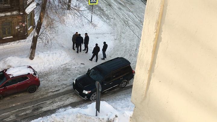 «Отгоняли собак от женщины»: в МВД рассказали подробности стрельбы на Ленинской — Ярмарочной