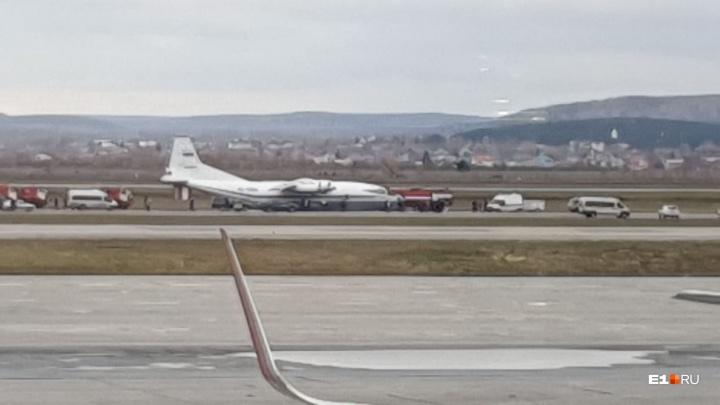 В Кольцово совершил аварийную посадку грузовой самолет