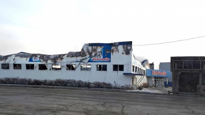 Землю под сгоревшим магазином Rich Family выставили на продажу за 65 миллионов рублей