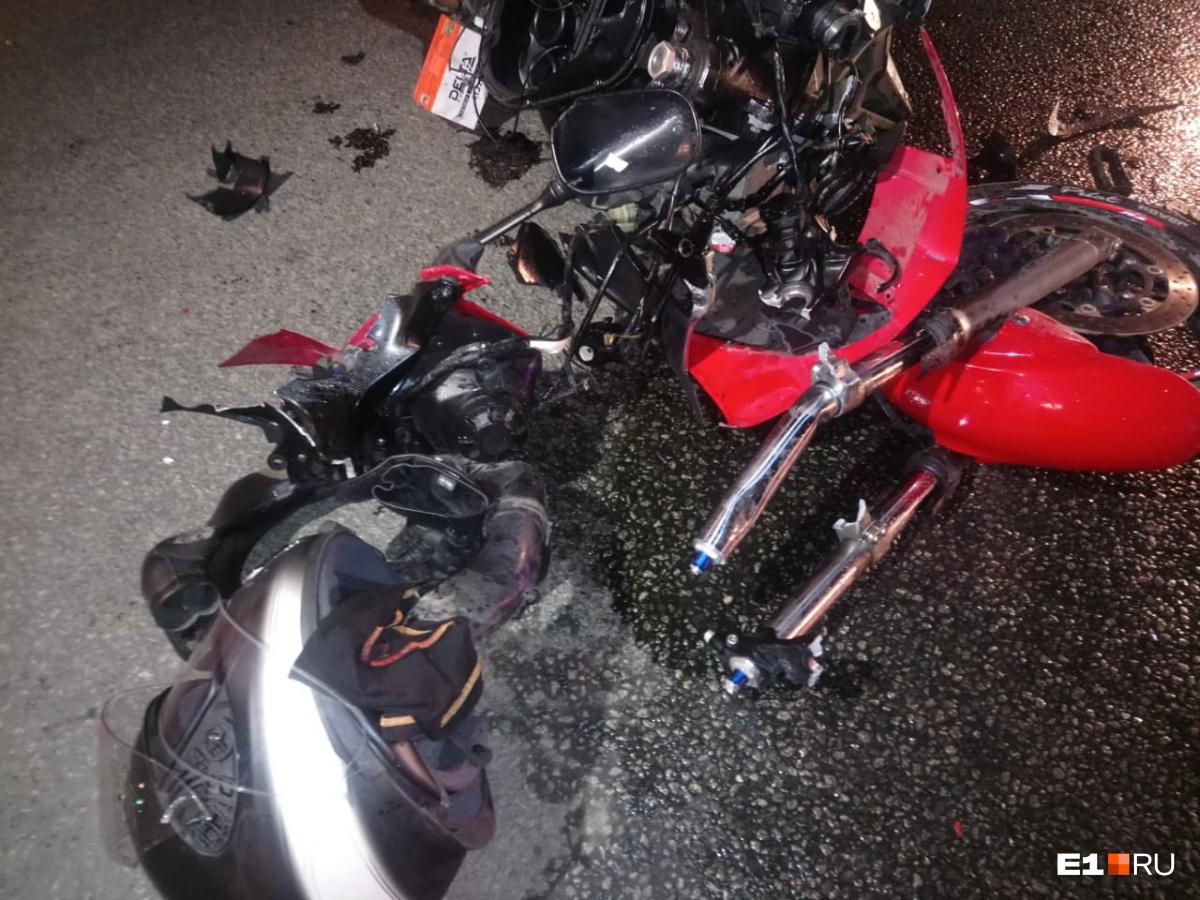 Мотоциклы полностью разбиты