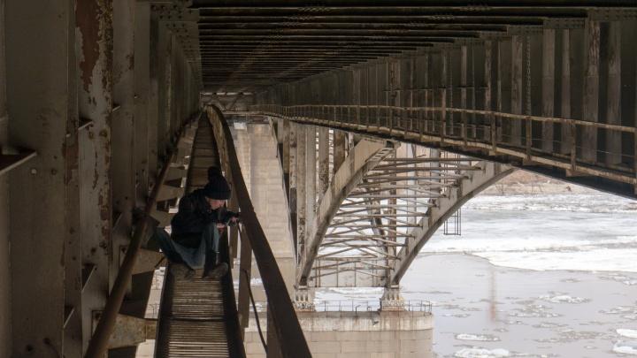 С моста у «Телецентра» вниз лицом упал рабочий