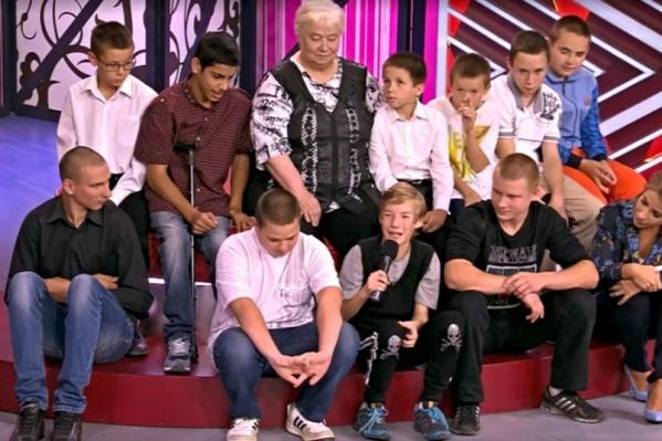 Елизавета Чернова много лет воспитывает детей, которые остались без родителей. Однажды о них даже говорили на Первом канале