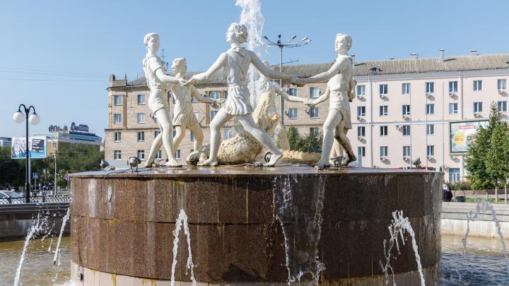 «Уродует своим видом площадь»: волгоградцы требуют заменить фонтан «Танцующие дети» на бронзовый