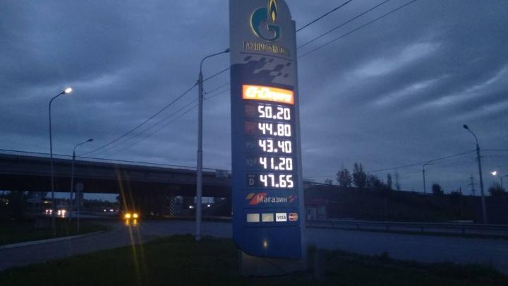 В Красноярске на 20 копеек подешевел 92-й бензин