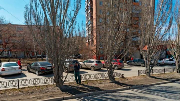 «Это проезд к жилым домам»: мэрия запретит парковку на дублере улицы Восточной