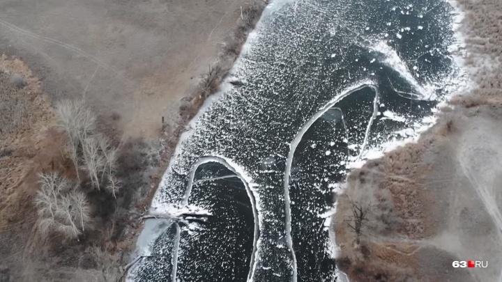 Видеополет над озёрами: в Самарской области начали замерзать водоемы