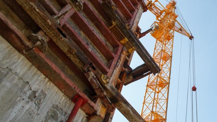 В Волгоградской области прораб заплатит за падение своего рабочего с дырявой крыши