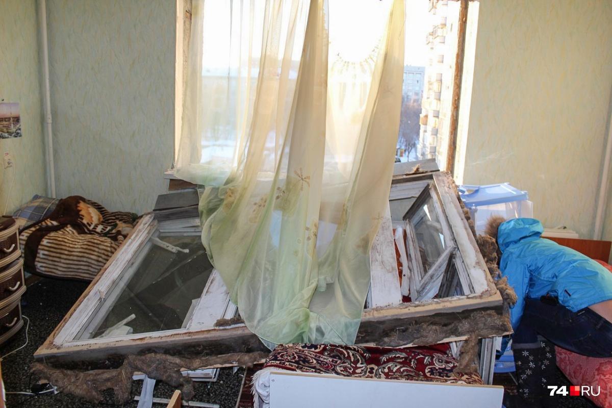 В феврале 2015 года  из-за упавшего метеорита  в домах и квартирах многих челябинцев повыбивало окна