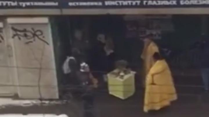 Изыди, ДТП: в Уфе сняли на видео, как батюшки освятили пешеходный переход