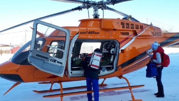 В Екатеринбург на вертолете привезли малыша, который опрокинул на себя в бане чан с кипятком