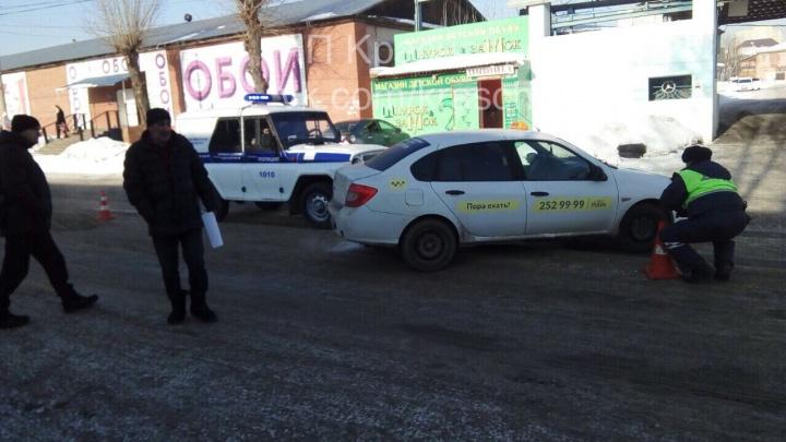 Полицейский УАЗ въехал в машину такси на Спандаряна