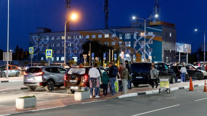 «На работу в аэропорт — только на такси»: волгоградцы пожаловались на работу автобуса №6