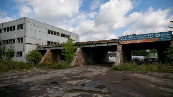«Даже стены разбирают на продажу»: что осталось от завода прицепов в Сосновоборске