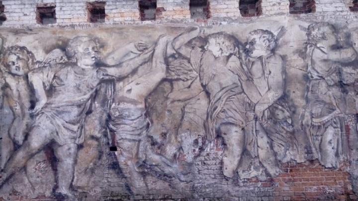 Ростовские художники превратили стену екатеринбургского здания во фреску