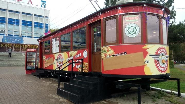 На киоске-трамвайчике в Уфе заклеили слово «шаурма»