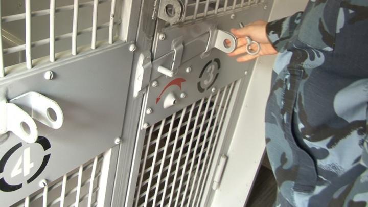 Заключенных в Башкирии будут перевозить в автозаках с кондиционерами