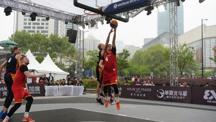 Екатеринбуржцы пробились в плей-офф на предолимпийских соревнованиях по стритболу в Китае
