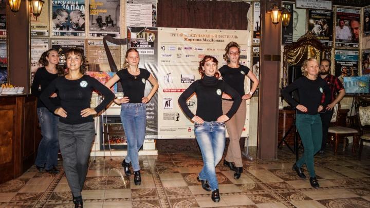 Ирландские танцы, блёстки и бабочки. Самые яркие кадры с открытия пермского фестиваля МакДонаха