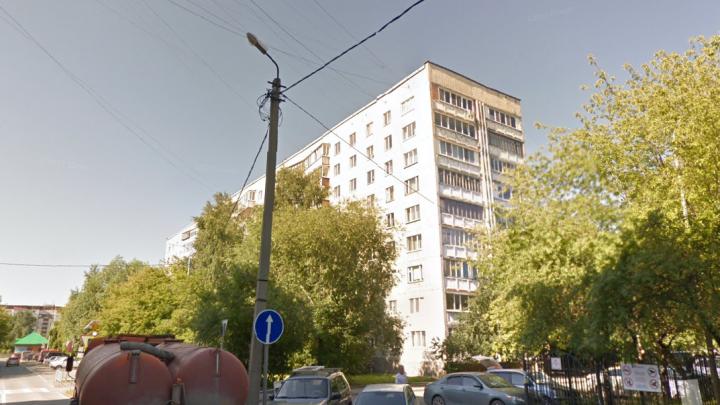 На Логунова из окна многоэтажки выпал пьяный мужчина