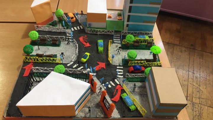 Екатеринбургские школьники на 3D-принтерах напечатали перекрестки и придумали, как их можно улучшить