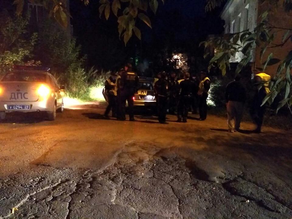 В итоге преследования нарушитель был остановлен полицией. Фото сделано на месте задержания