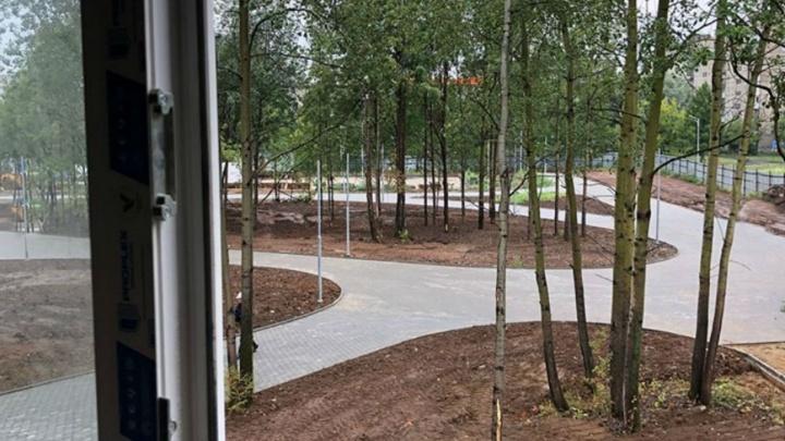 Построили административное здание, кладут плитку. Фото со стройплощадки нового зоопарка