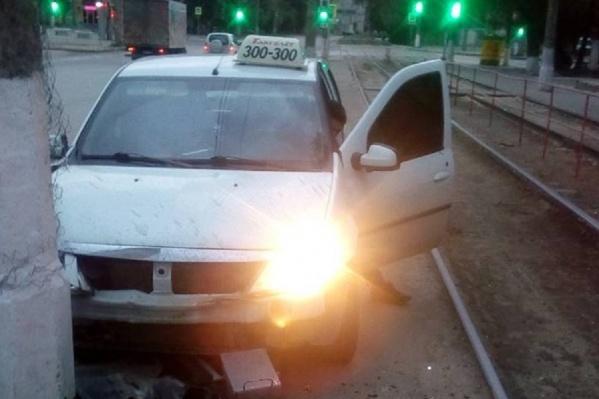 В салоне такси в момент ДТП находился пассажир