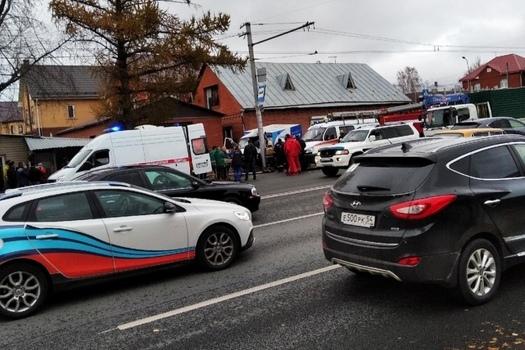 В массовом ДТП на Жуковского погиб водитель «Газели»: автомобиль врезался в столб