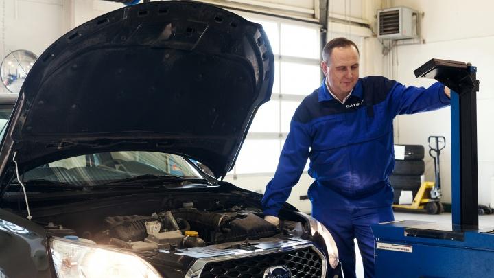 Обслуживание автомобиля — что выбрать:сервис в дилерском центре и у знакомого механика