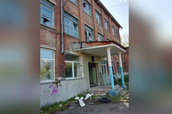 Раньше в этом здании располагалась школа