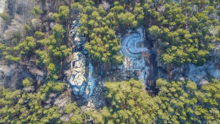 Дороги к озеру в Шарташском лесопарке открыли для проезда автомобилей