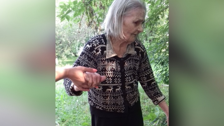 В «Черемушках» по улице разгуливала босоногая бабушка без памяти