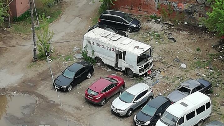 В Самаре демонтируют автобус-заброшку: ПАЗик ждет своего часа с мая 2019 года