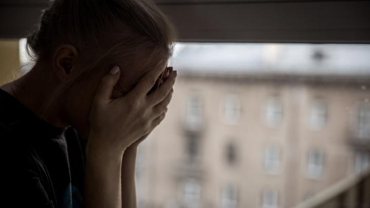 «Схватил за руку и потащил в машину»: сибирячка сообщила в полицию о нападении на дочь
