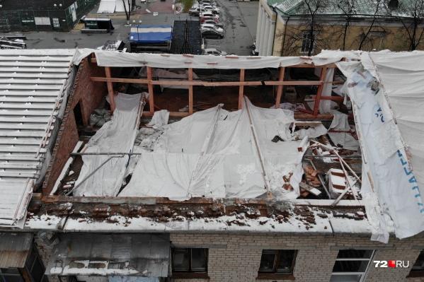 Администрация расторгла договор с подрядчиком, который работал по адресу Урицкого, 28