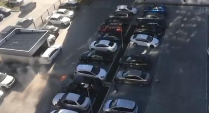 Автовладельцы пытались потушить огонь сами