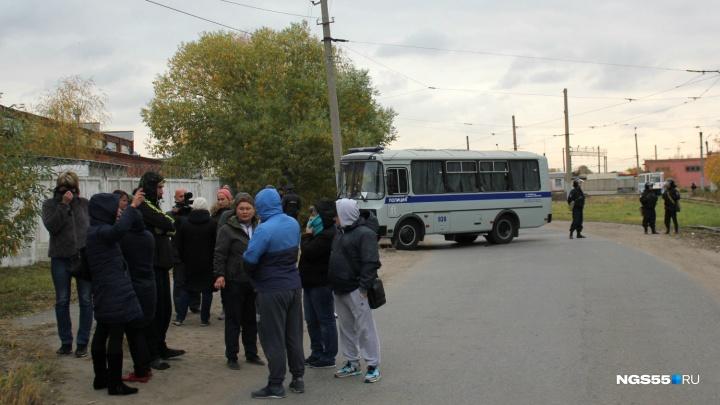 К омской колонии после бунта пришли 130 родственников заключённых