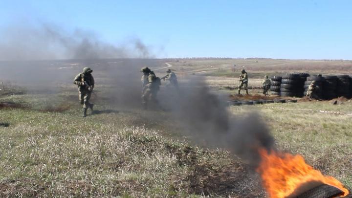 Самарские мотострелки прошли сквозь горящую стену и минное заграждение