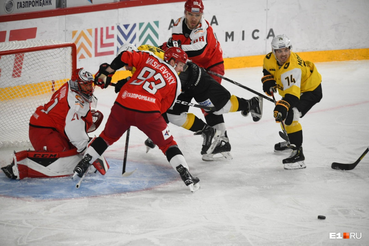 Начали с волевой победы: как екатеринбургский «Автомобилист» провел первый матч нового сезона КХЛ