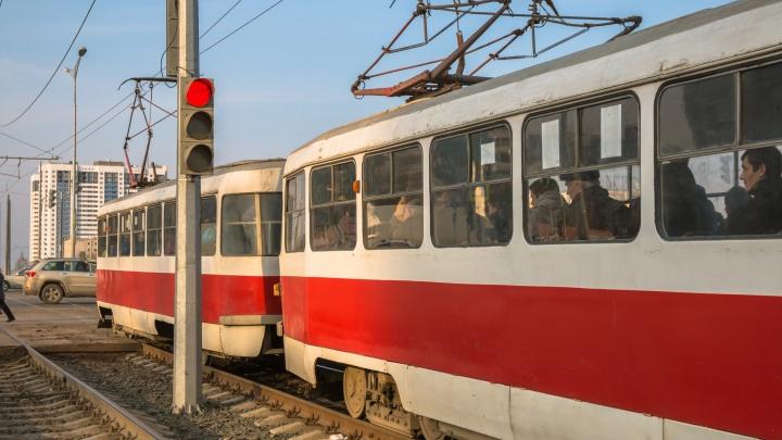 «Нужны новые рельсы»: в ТТУ прокомментировали жалобы горожан на качку трамваев