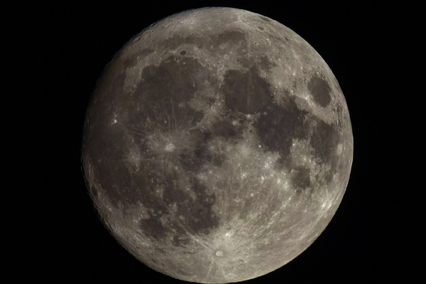 Астроном-любитель сфотографировал Луну не на телескоп, а на специальный фотообъектив