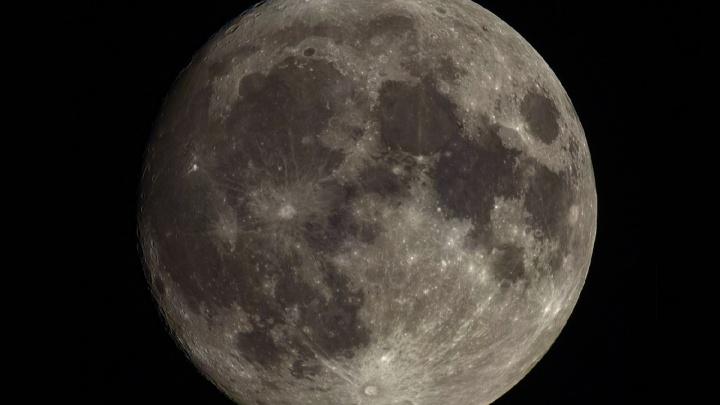 Астроном-любитель снял над Новосибирском огромную Луну