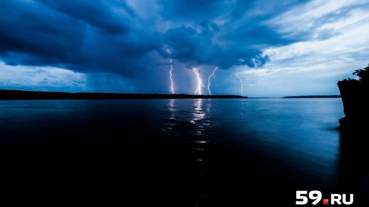 Грозы, град и сильные дожди: в Прикамье продлили штормовое предупреждение