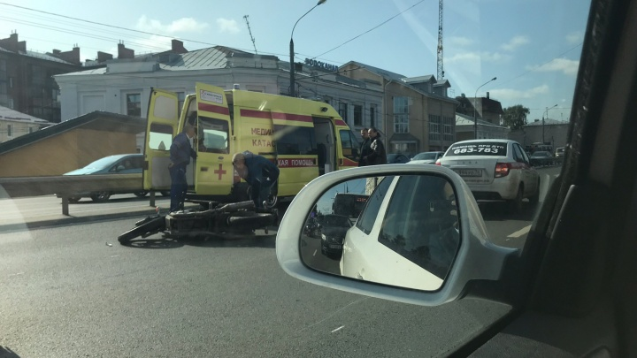 На Московском проспекте сбили байкера: работает медицина катастроф