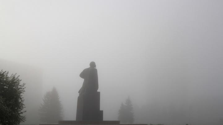 Вышел Ленин из тумана: смотрим, как утренний Архангельск прятался в белой пелене