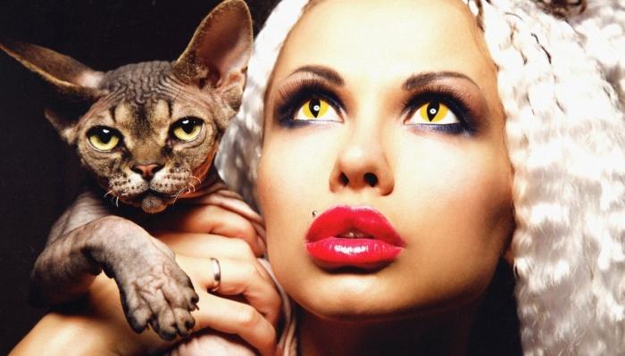Девушки с жёлтыми глазами будут пугать всех на Хэллоуин
