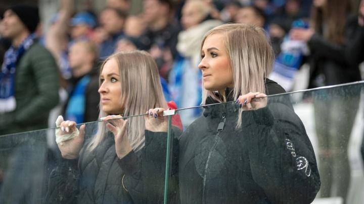 Волгоградские красавицы на матче «Ротора» и «Авангарда»: лучшие кадры болельщиц на стадионе